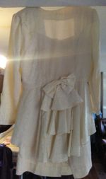 Um fato cor pérola com saia e casaco de cerimónia foto 1