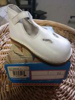 Sapatos e sandálias de criança foto 1