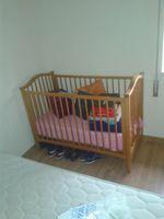 Cama de bébé como nova com colchão. foto 1