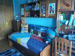 Estúdio duas camas, estante, armário e secretária foto 1