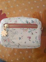 Bolsa feminina da Parfois  Branca as flores foto 1