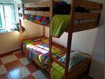 Bi-cama com os colchões, cômoda, secretária, cadeira, rack de ferro. foto 1