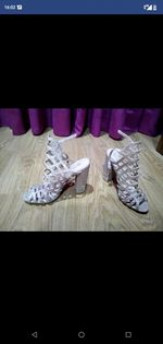 Vendo botas e sapatos, número 35 novas. foto 1