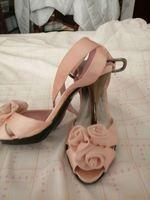 Sapatos usados umas horas no dia do casamento. foto 1