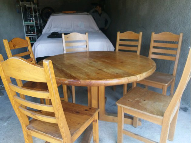 Mesa em pinho e cadeiras foto 1