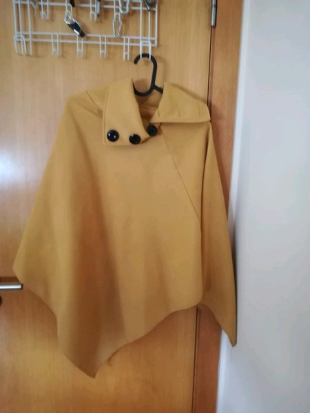 Poncho amarelo torrado foto 1