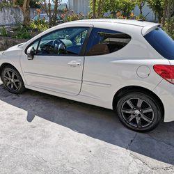 Peugeot 207 1.6 hdi foto 1