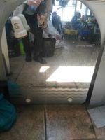 Este vidro e de uma casa de banho foto 1