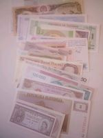 Vendo notas de vários países. foto 1