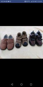Sapatos e ténis de menino e menina foto 1