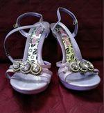 Sandália lilás com pedras brilhantes foto 1