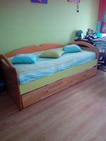 Cama de criança com cama de baixo que se levanta e fica a medida da cama de cima sem colchões, e levantamento ao encargo do comprador foto 1