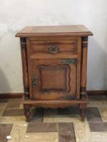 Mesa de cabeceira usada foto 1