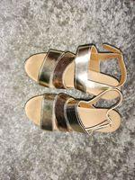 Sandálias douradas foto 1