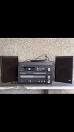 Gira discos e leitor de VHS. foto 1