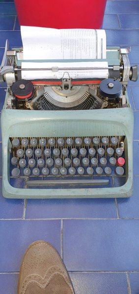 Maquina escrever Olivet usada foto 1