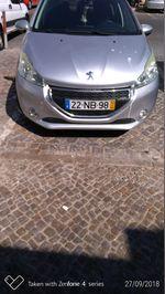 Peugeot 208 foto 1