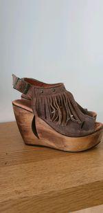 Sandálias tacão em madeira foto 1