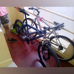 Vendo a bicicleta azul roda 26 em bom estado foto 1