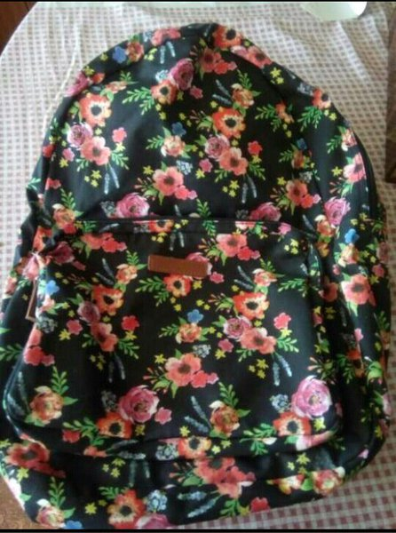 Mochila floral novinha marca primark foto 1