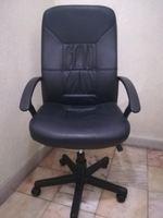 Cadeira de escritório em pele preta do ikea foto 1
