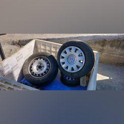 """Jantes 15"""" ferro com tampões vw e 2 pneus Hankook foto 1"""