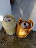 Vendo duas garrafas vazias de gaz foto 1