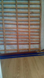 Vendo cama antiga com estrado e colchão por 50€ negociável foto 1