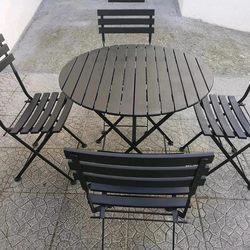 Mesa em cor preta de ferro e madeira impecável foto 1