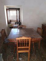 Mesa com quatro cadeiras e aparador foto 1