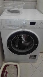 Maquina lavar roupa com 4 anos apena por a porta A foto 1