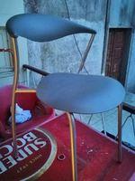 Vendo mesa e 4 cadeiras foto 1