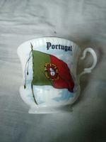 Um copo com a bandeira de Portugal foto 1