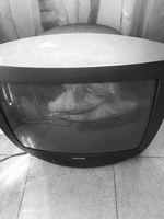Televisão antiga philips em funcionamento foto 1