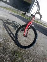é uma bicicleta de montanha foto 1