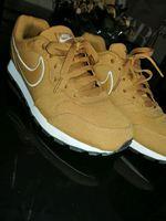 Sapatilhas da Nike, como novas, tamanho 40. foto 1