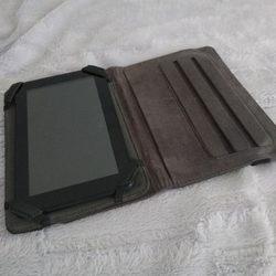 Tablet com capa incluída foto 1