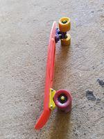 Vendo skate como novo Oferta capacete 30 euros foto 1