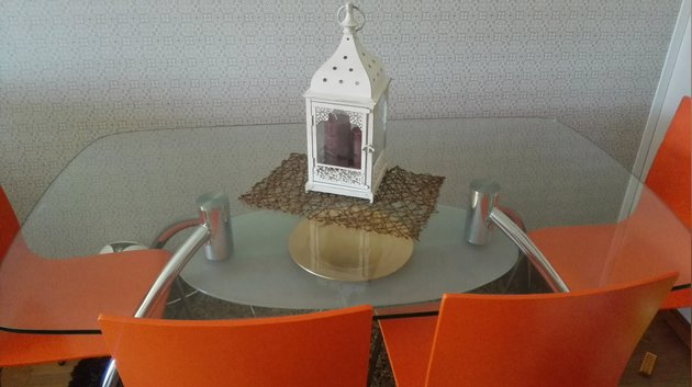 Mesa com 4 cadeiras e tapete foto 1