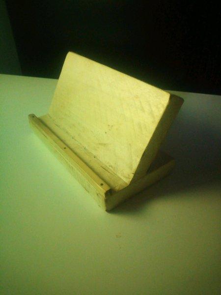 Suporte para telemóvel em madeira foto 1
