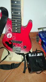 Guitarra elétrica para criança foto 1