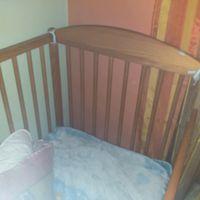 Cama de bebe em madeira foto 1