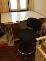 Estirador, cadeira e régua foto 1
