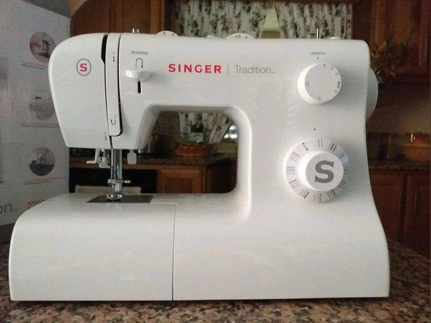 Maquina de costura como nova ,sem uso Marca SINGER foto 1