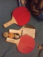 Tres raquetes e tres bolas foto 1