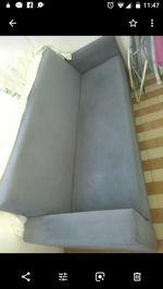 Sofa cama, com só um braço um pouquinho, arrusado foto 1