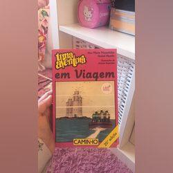 """É o livro de """" Uma Aventura em viagem""""  Tem nome ✍️ foto 1"""