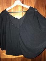 Blusa preta com abertura nas mangas e nas costas foto 1