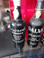 2 garrafas de vinho do Porto e uma de Madeira com 30 e 40 anos foto 1