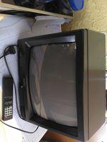 Televisão Sanyo pequena com comando foto 1